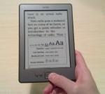 Kindle-lukulaite, jossa avoinna fontinsäätöikkuna
